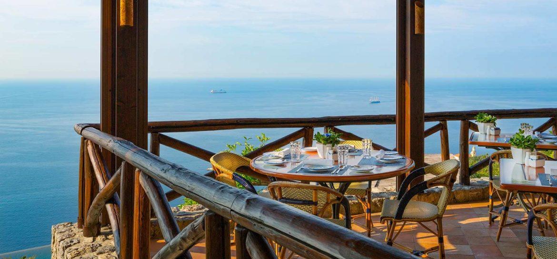 Ristorante-Il-Refettorio-monasterosantarosa-dining-outdoor