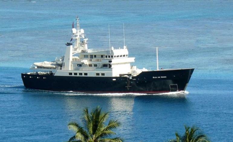 BLEU-DE-NIMES-charter-luxury-yacht